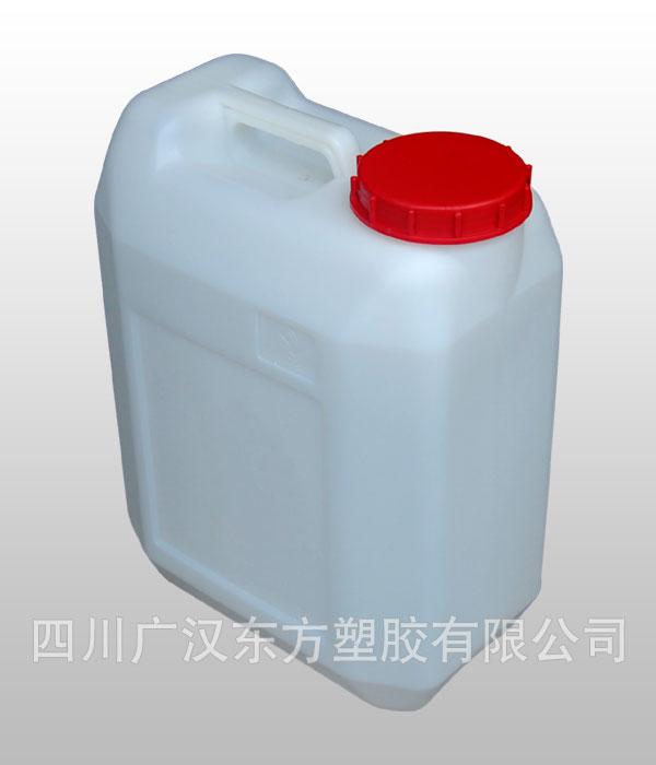一、产品介绍   1、 产品性能     结构设计合理,有效的多点壁厚控制;     采用高品质的全新高密度聚乙烯(HDPE)原料;     性能稳定,可耐酸碱,可允许80°度以下的热灌装,能够耐受–30°的低温,密封性能好,10L以上的产品能堆叠。   2、 颜色     白色【需求量大,可以定制颜色】   3、 质量标准     质量标准参照GB13508-92《聚乙烯吹塑桶》国家标准的规定;     所用原料符合GB9698-88,GB9693-88卫生标准;
